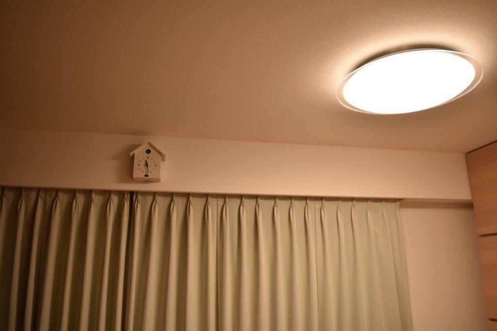 照明を暖色