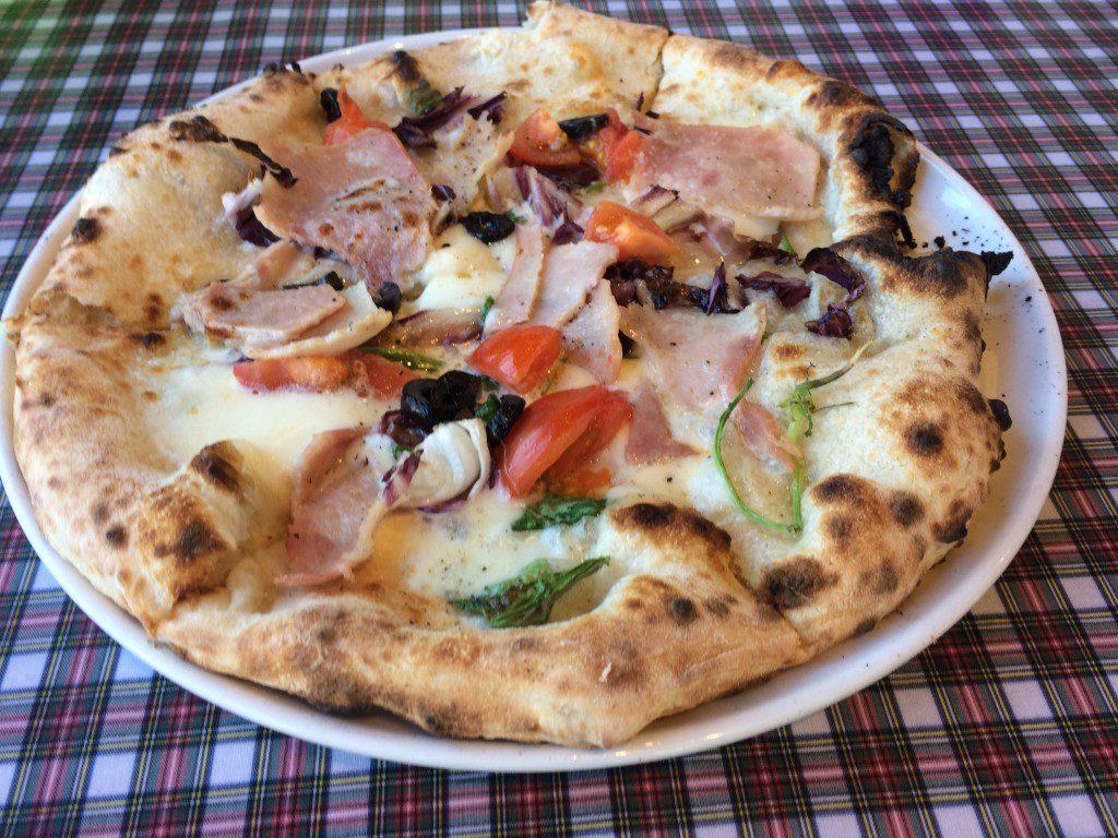 青いナポリのピッツァ